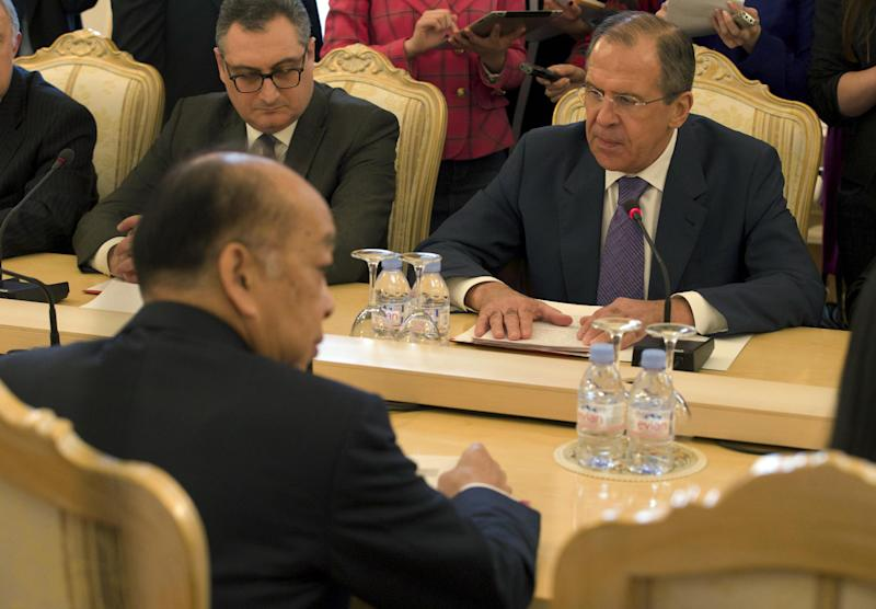 Russian Foreign Minister Sergey Lavrov, right backgroud, and  Thailand's Foreign Minister Surapong Tovichakchaikul, left, hold talks in Moscow, Russia, on Thursday, March 28, 2013. (AP Photo/Ivan Sekretarev)