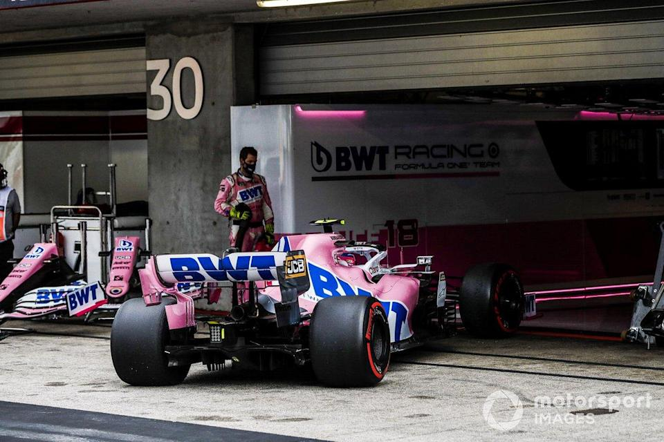 """Lance Stroll, Racing Point RP20, pulls into the garage to retire from the race<span class=""""copyright"""">Glenn Dunbar / Motorsport Images</span>"""