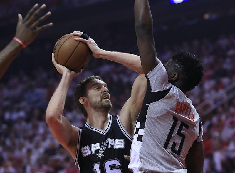 Gasol returns to Spurs on three-year deal