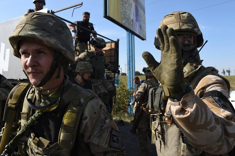 Ukrainian soldiers exit a truck on September 4, 2014 in Mariupol, as they come back to the front line where pro-Russian separatists have launched an offensive