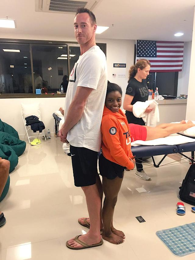"""<p>At 4′ 8″, Simone Biles is a whole two feet shorter than U.S. volleyball player David Lee. But, as Biles, tweeted, """"size difference in olympians doesn't matter."""" (@Simone_Biles/Twitter) </p>"""