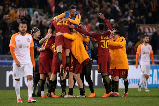 Soccer Football - Champions League Round of 16 Second Leg - AS Roma vs Shakhtar Donetsk - Stadio Olimpico, Rome, Italy - March 13, 2018 Roma players celebrate victory after the match REUTERS/Max Rossi
