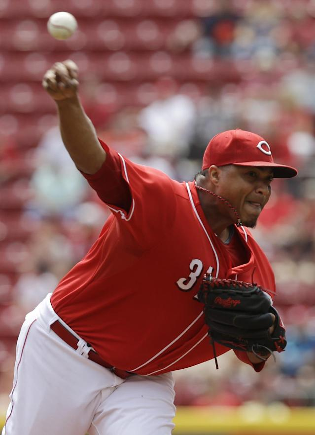 Cincinnati Reds starting pitcher Alfredo Simon throws against the Arizona Diamondbacks in the first inning of a baseball game, Wednesday, July 30, 2014, in Cincinnati. (AP Photo/Al Behrman)