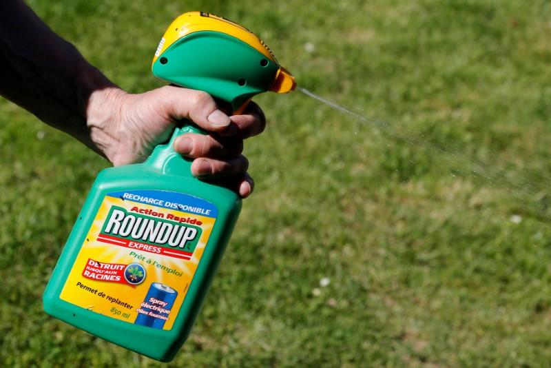 Bayer considering stopping sales of glyphosate to private users: newspaper