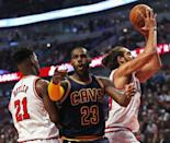 Cleveland Cavaliers' LeBron James complains to a referee as he is trapped between Chicago Bulls' Jimmy Butler (L) and Joakim Noah during the season opening game at United Center on October 27, 2015 (AFP Photo/Jonathan Daniel)