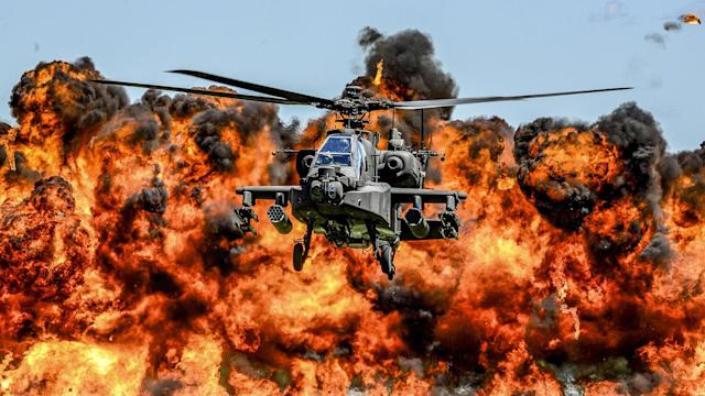 <p>An AH-64D Apache attack helicopter flies in front of a wall of fire during the South Carolina National Guard Air and Ground Expo at McEntire Joint National Guard Base, South Carolina, U.S. on May 6, 2017. Picture taken on May 6, 2017. (Photo: Jorge Intriago/Courtesy Air National Guard/Reuters) </p>