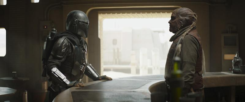 The Mandalorian coverses with a Weequay in Chapter 9 of The Mandalorian. (Disney+)