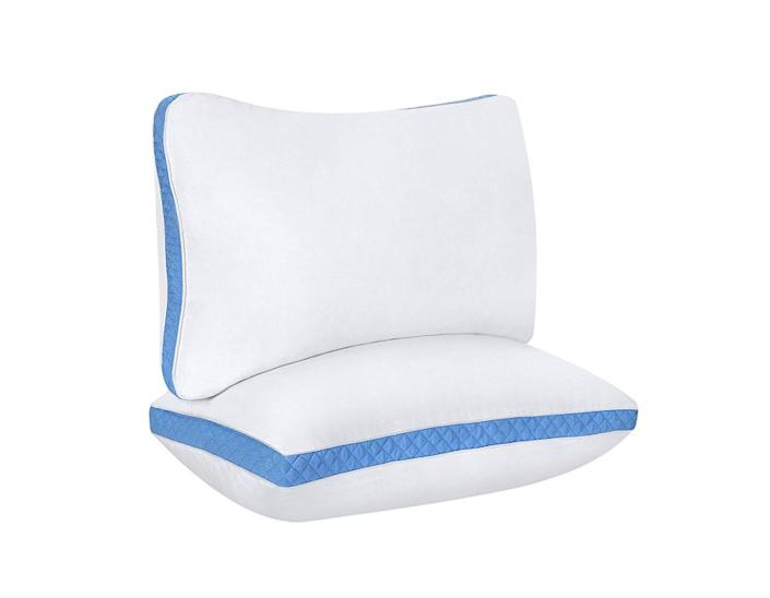 """<strong><a href=""""https://www.amazon.com/Utopia-Bedding-Gusseted-Standard-Sleepers/dp/B01FXSVBNI?tag=thehuffingtonp-20"""" rel=""""nofollow noopener"""" target=""""_blank"""" data-ylk=""""slk:This Utopia Bedding microfiber pillow"""" class=""""link rapid-noclick-resp"""">This Utopia Bedding microfiber pillow</a>&nbsp;</strong>has&nbsp;about a 2.5-inch gusset that lifts the head and aligns the spine while you sleep on your side. It has more than 2,500 reviews on Amazon, making ot one of Amazon's best-selling firm pillows. <strong><a href=""""https://www.amazon.com/Utopia-Bedding-Gusseted-Standard-Sleepers/dp/B01FXSVBNI?tag=thehuffingtonp-20"""" rel=""""nofollow noopener"""" target=""""_blank"""" data-ylk=""""slk:Get the set on Amazon, $23"""" class=""""link rapid-noclick-resp"""">Get the set on Amazon, $23</a></strong>."""