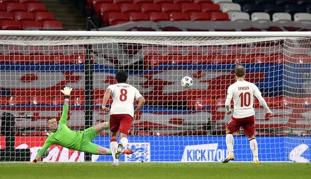 Christian Eriksen slots home the penalty