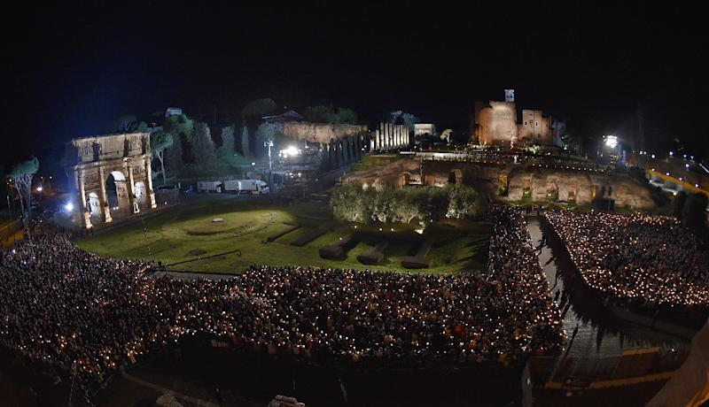 Some 20,000 Christians gathered at the Colosseum for the Good Friday prayer (AFP Photo/Andreas SOLARO)