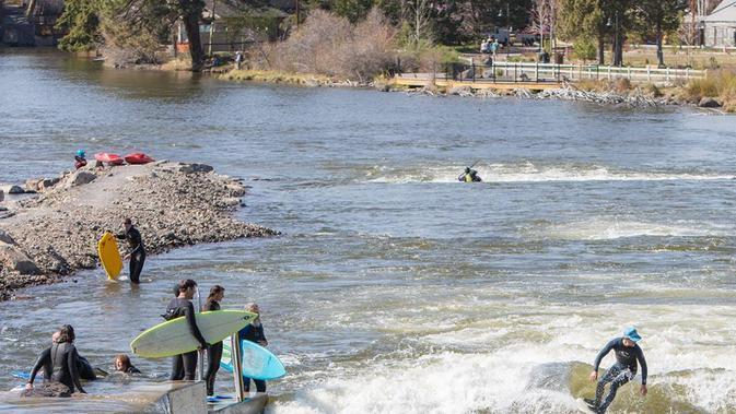 Bend Whitewater Park (@StandonLiquid/Twitter).