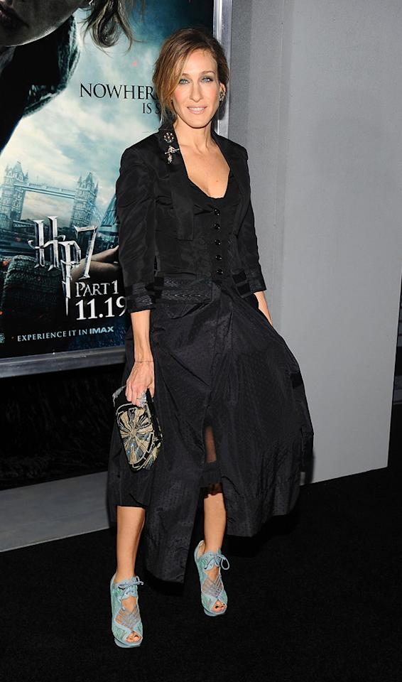 """<a href=""""http://movies.yahoo.com/movie/contributor/1800016083"""">Sarah Jessica Parker</a> attends the New York premiere of <a href=""""http://movies.yahoo.com/movie/1810004780/info"""">Harry Potter and the Deathly Hallows - Part 1</a> on November 15, 2010."""