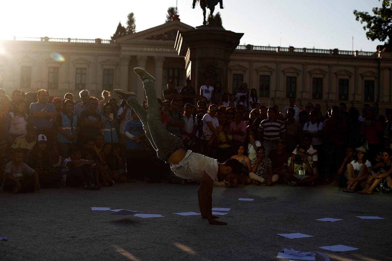 Dancer Alejandro Ponce performs during Nomada fest performing arts festival in downtown San Salvador, El Salvador, February 22, 2018. REUTERS/Jose Cabezas