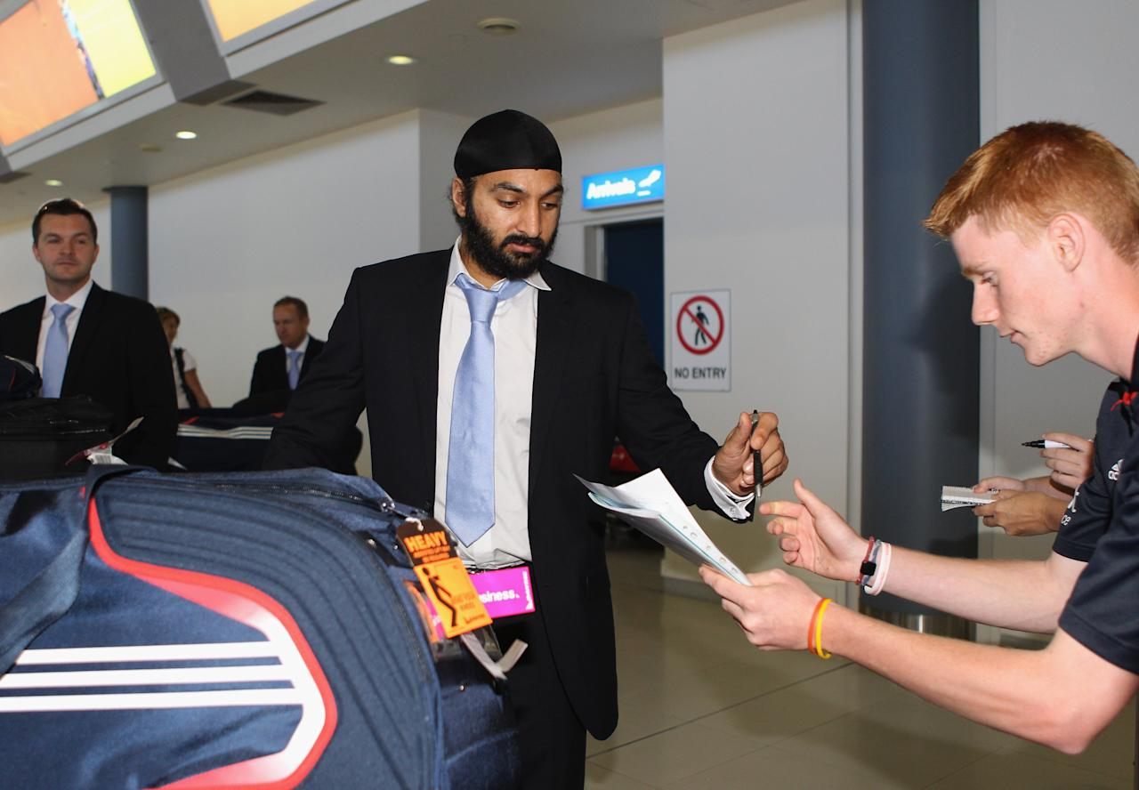 PERTH, AUSTRALIA - OCTOBER 30:  Monty Panesar of England signs autographs as the England Ashes squad arrives at Perth Airport on October 30, 2010 in Perth, Australia. The 2010-11 Ashes series begins in Brisbane on November 25.  (Photo by Tom Shaw/Getty Images)