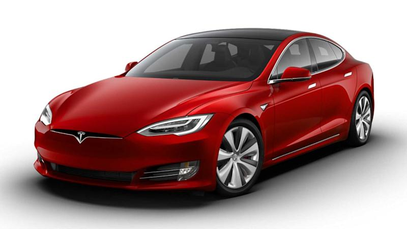 Tesla Model S Plaid in Rot