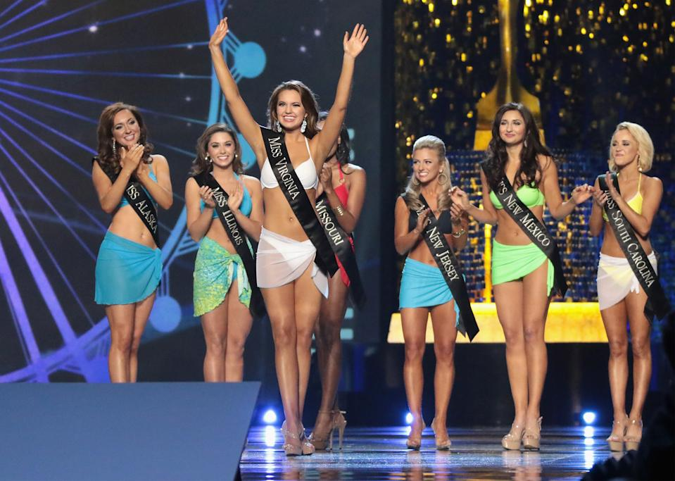 ATLANTIC CITY, NJ - SEPTEMBER 10:  Miss Virginia 2017 Cecili Weber participates in Swimsuit challenge during the 2018 Miss America Competition Show at Boardwalk Hall Arena on September 10, 2017 in Atlantic City, New Jersey.  (Photo by Donald Kravitz/Getty Images for Dick Clark Productions)
