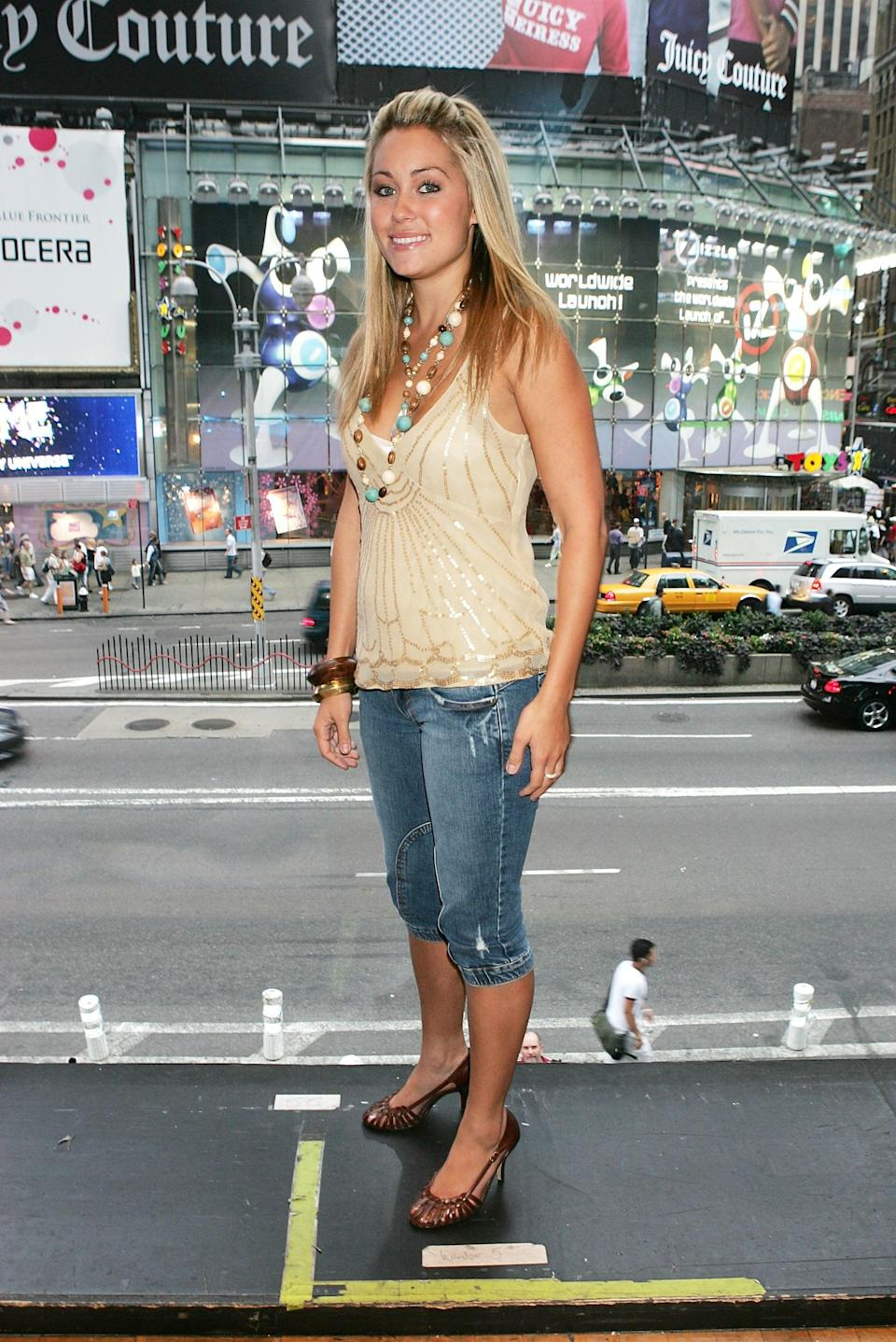 <p>Capris, open-toed heels, layered necklaces - pretty much this entire outfit.</p>
