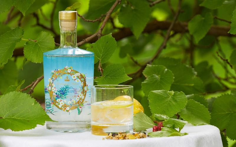 Buckingham Palace gin - Royal Collection Trust