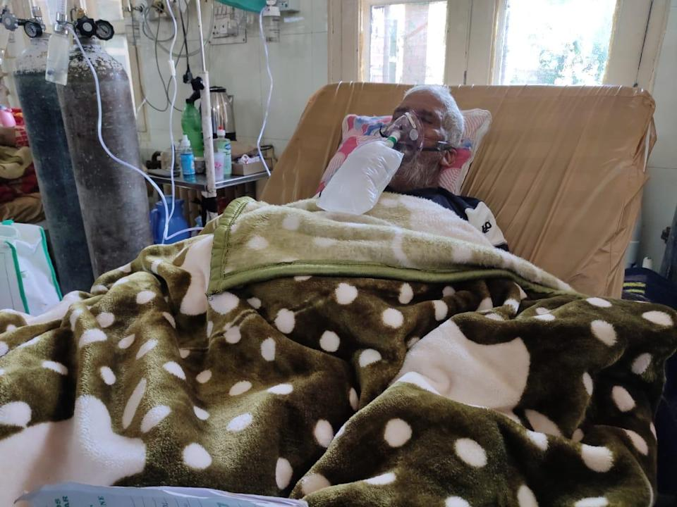 Mohammad Shahban in Srinagar's SMHS Hospital on 19 May 2021. He died the same day waiting for an ICU bed (Namita Singh)