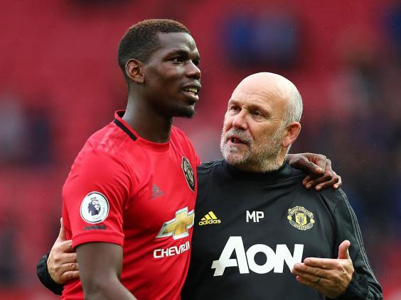 Manchester United midfielder Paul Pogba with assistant Mike Phelan (Getty)