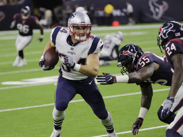 "<a class=""link rapid-noclick-resp"" href=""/nfl/teams/nwe/"" data-ylk=""slk:New England Patriots"">New England Patriots</a> running back <a class=""link rapid-noclick-resp"" href=""/nfl/players/26813/"" data-ylk=""slk:Rex Burkhead"">Rex Burkhead</a> is going at a price in fantasy drafts that makes him very appealing for zeroRB enthusiasts. (AP Photo/David J. Phillip)"