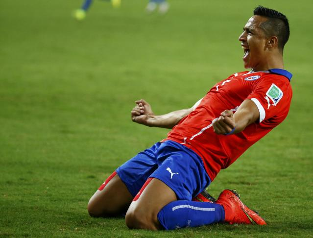 Chile's Alexis Sanchez celebrates after scoring a goal during their 2014 World Cup Group B soccer match against Australia at the Pantanal arena in Cuiaba June 13, 2014. REUTERS/Paul Hanna (BRAZIL - Tags: SOCCER SPORT WORLD CUP)