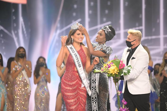 Andrea Meza, Miss Universe Mexico 2020 is crowned Miss Universe by Miss Universe 2019 Zozibini Tunzi at the conclusion of the 69th Miss Universe Competition on May 16, 2021 at the Seminole Hard Rock Hotel & Casino in Hollywood, Florida. The new winner will move to New York City where she will live during her reign and become a spokesperson for various causes alongside The Miss Universe Organization.