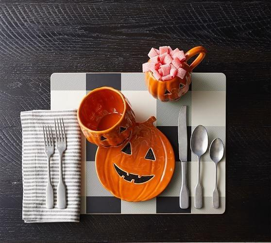 <p>Perfect for appetizers, anyone will be eager to eat off this <span>Jack-O'-Lantern Plate</span> ($7, originally $13).</p>