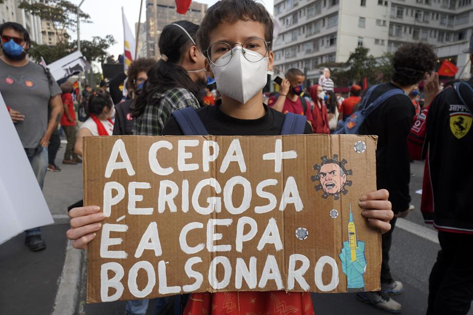 SAO PAULO, BRAZIL - JULY 03: People take part in a demonstration against the Brazilian President Jair Bolsonaro's handling of the COVID-19 pandemic in Sao Paulo, on July 3, 2021. Thousands of Brazilians took to the streets Saturday to protest against President Jair Bolsonaro, who faces an investigation over an allegedly corrupt Covid vaccine deal. (Photo by Cristina Szucinski/Anadolu Agency via Getty Images)