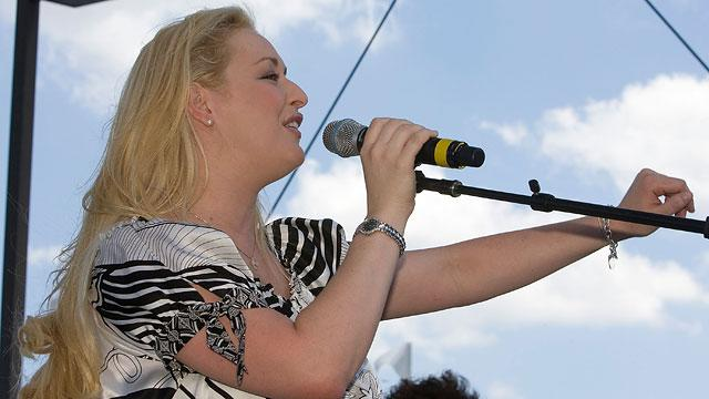 Mindy McCready and Son Found by Police in Arkansas