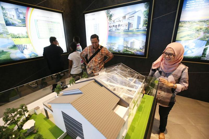 Potential homebuyers looking at the LBS Bina Group Rentak Perdana units at the Alam Perdana LBS Showroom in Kuala Selangor August 18, 2018. ― Pictures by Azinuddin Ghazali