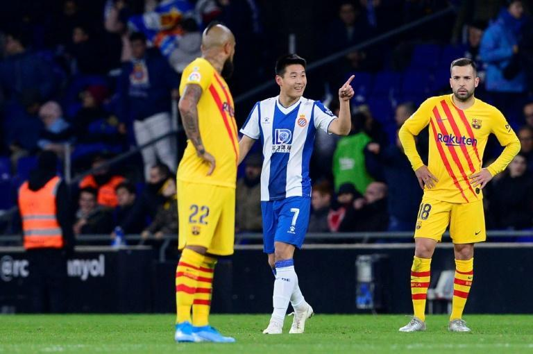 Wu Lei (C) became the first Chinese player to score against Barcelona during Espanyol's 2-2 draw on Saturday (AFP Photo/Pau BARRENA CAPILLA)
