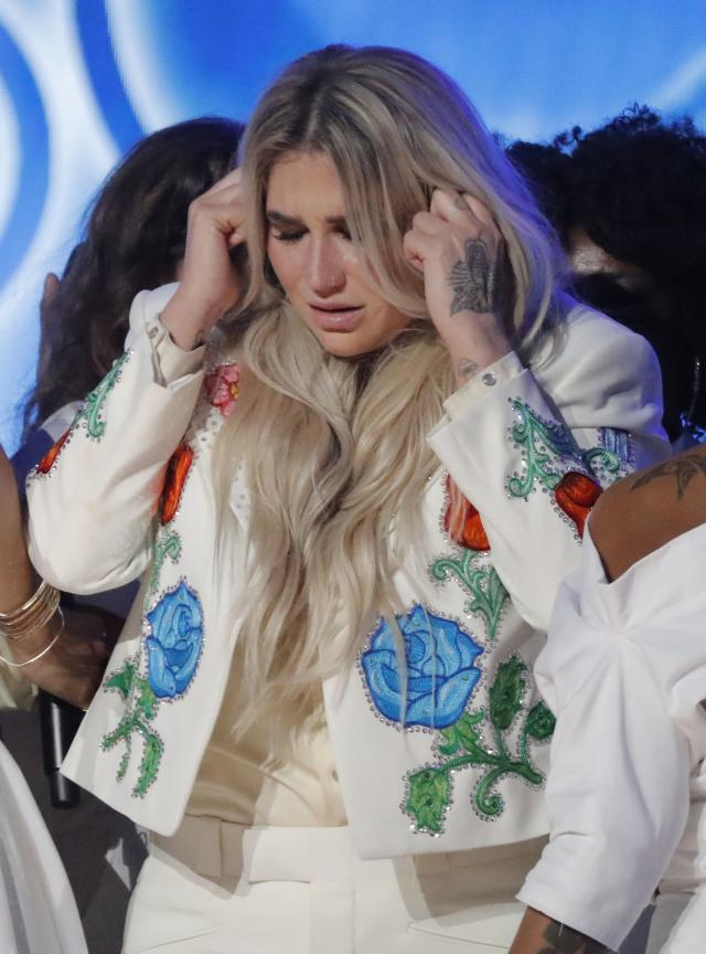 "By the end of Kesha's performance of ""Praying"" at the 60th Grammy Awards, emotions were running high. (Photo: REUTERS/Lucas Jackson)"