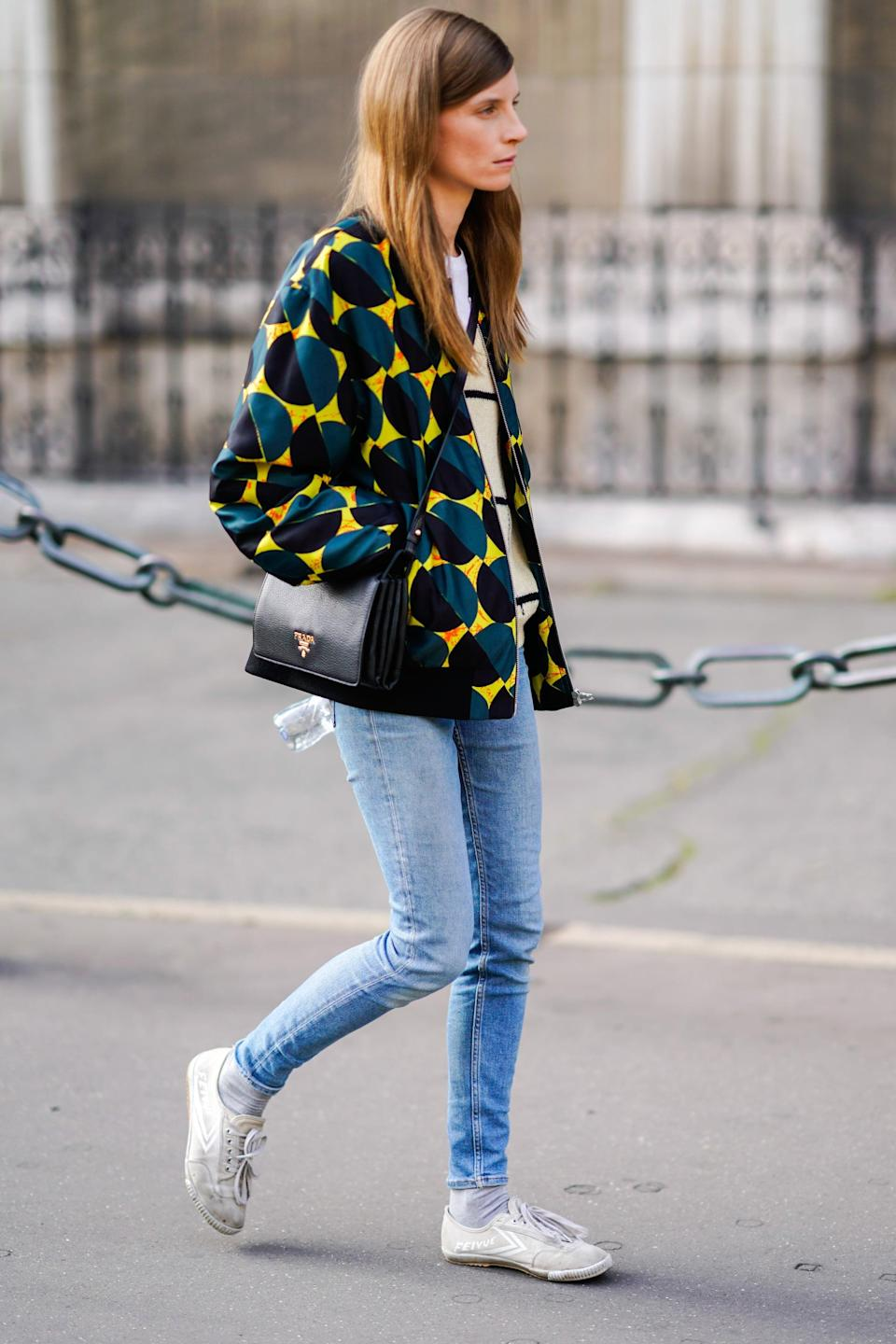 <p>A graphic topper enlivens super-skinny light-wash jeans and casual canvas low tops.</p>