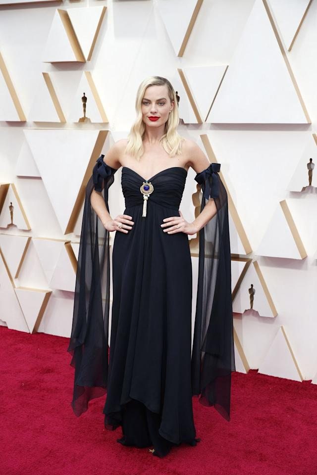 <p>While it's no surprise that the Chanel ambassador wore a design by the French fashion house, what was unexpected was the age of the dress; Robbie had a sustainable moment, stepping out on the Academy Awards red carpet in a vintage Chanel gown from the spring/summer 1994 couture collection, with matching disconnected sleeves. </p>