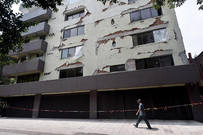 Some buildings like this one in Mexico City's Condesa neighborhood still show signs of damage from the September 2017 earthquake (AFP Photo/RODRIGO ARANGUA)