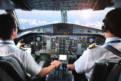 Pilots in cockpit of airplane (CNW Group/Unifor)