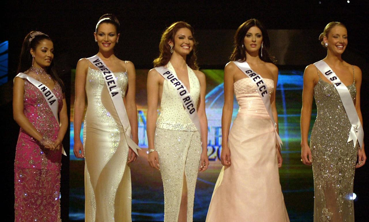 FILE - In this May 11, 2001 file photo, Miss Venezuela Eva Ekvall, second from left, stands with other contestants as they wait for the announcement of the winner in Bayamon, Puerto Rico. Ekvall has died on Saturday Dec. 17 of cancer in Houston at age 28. The Venezuelan television channel Globovision reports that Ekvall died on Saturday in a Houston hospital after a long struggle with breast cancer. At age 18, Ekvall was third runner-up in the Miss Universe pageant in Puerto Rico. She was a model, actress and television news anchor. Also in the photo are Miss India Celina Jaitly, Miss Puerto Rico Denise Quinones, Miss Greece Evelina Papantoniou and Miss U.S.A. Kandace Krueger. (AP Photo/Tomas van Houtryve, File)