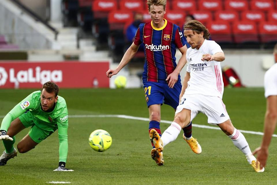 Luka Modric scores Real Madrid's third goal.