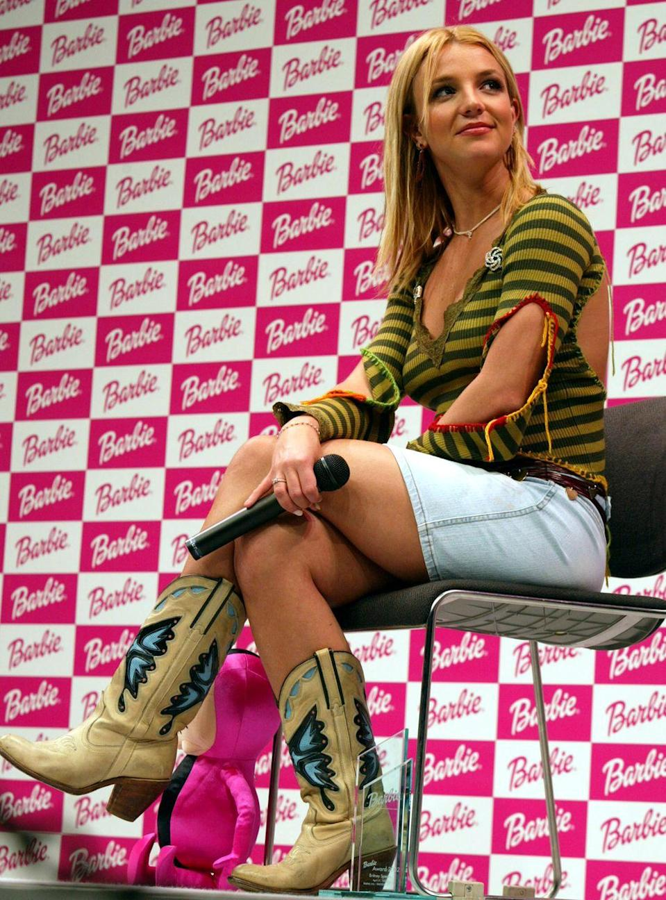 <p>Those boots again. And what else is there to say about the rest of Brit's look here?!</p>
