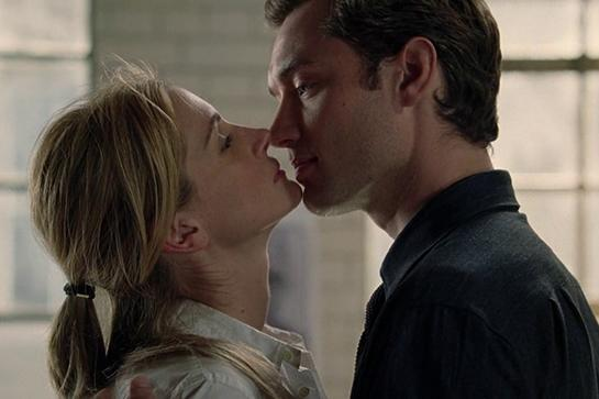 """<em><strong><h3>Closer</h3></strong></em><h3> (2004)<br></h3><em>Closer</em> isn't filled with sex scenes, but the deep kisses and smoldering looks exchanged between the four gorgeous actors are enough to get anyone hot and bothered.<br><br><span class=""""copyright"""">Photo: Columbia Pictures</span>"""