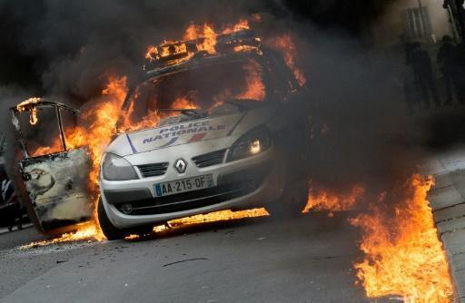 French police attacked during rally against 'anti-cop hatred'