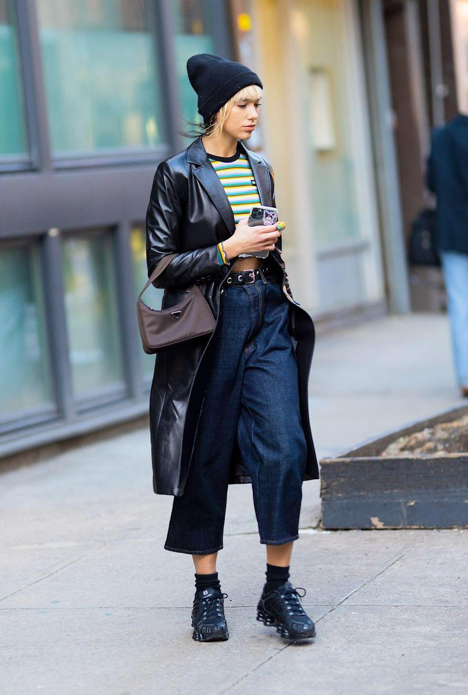 <p>Yes, you can still wear your favorite crop top in the winter – just pair it up with a plush beanie and a cool leather duster. <br><br></p>