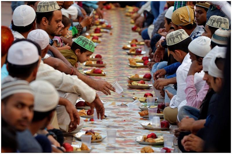 Ayodhya's Ram Sita Temple Serves Iftar Meals to Muslim Devotees on Premises, Wins Hearts