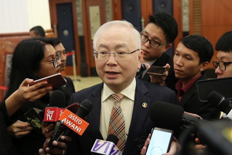 Yesterday, several Chinese dailies reported MCA president Datuk Seri Wee Ka Siong expressing his party's disappointment at the purported omission of certain parts of Malaysian history from the Form Three textbooks. — Picture by Yusof Mat Isa