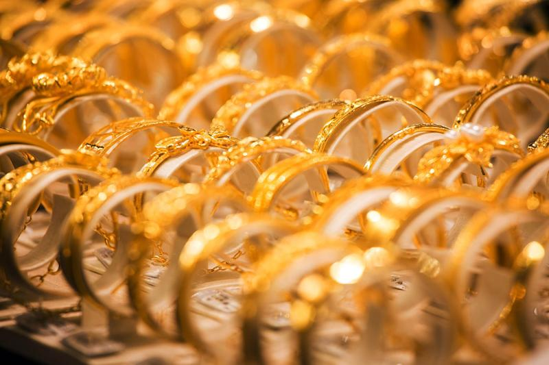 Gold Gains With Fed Flagging Risk From Virus and Dollar Dropping