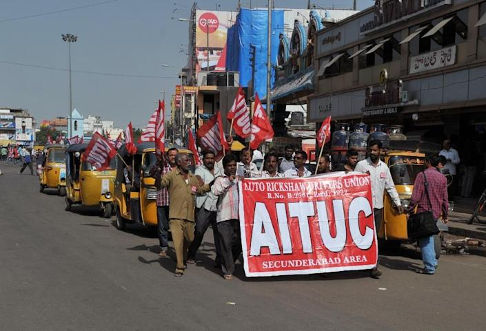 Members of an auto rickshaw taxi drivers union participate in a protest rally in Secunderabad, the twin city of Hyderabad in southern India, on September 2, 2015 (AFP Photo/Noah Seelam)
