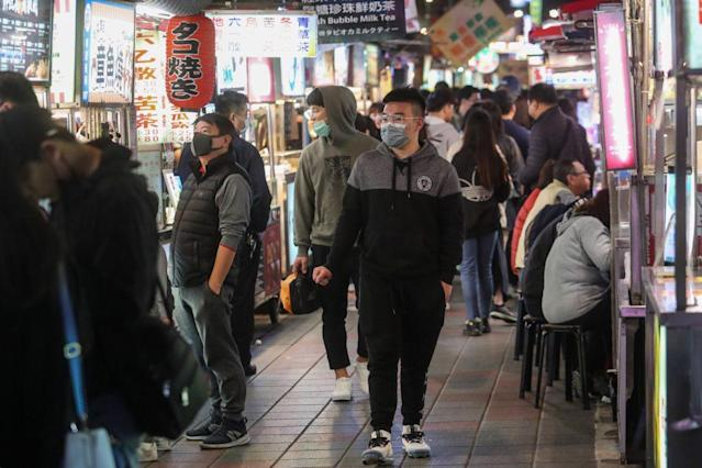 <p>With the confirmation of the two new COVID-19 cases on Sunday, the total number in Taiwan has climbed to 28, three of which have not been traced to a source of infection. (CNA)</p>