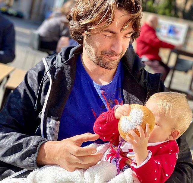 "<p><strong>Álex Adrover se derrite con su pequeña.</strong> El actor ha compartido una bonita imagen con su segunda hija mientras probaba, por primera vez, una coca de patata, un dulce típico de Mallorca, y parece que le ha encantado... Y si a la peque se le caía la baba con el postre, a él con ella. </p><p><a href=""https://www.instagram.com/p/B6artgCJH9W/"">See the original post on Instagram</a></p><p><a href=""https://www.instagram.com/p/B6artgCJH9W/"">See the original post on Instagram</a></p><p><a href=""https://www.instagram.com/p/B6artgCJH9W/"">See the original post on Instagram</a></p><p><a href=""https://www.instagram.com/p/B6artgCJH9W/"">See the original post on Instagram</a></p><p><a href=""https://www.instagram.com/p/B6artgCJH9W/"">See the original post on Instagram</a></p><p><a href=""https://www.instagram.com/p/B6artgCJH9W/"">See the original post on Instagram</a></p><p><a href=""https://www.instagram.com/p/B6artgCJH9W/"">See the original post on Instagram</a></p><p><a href=""https://www.instagram.com/p/B6artgCJH9W/"">See the original post on Instagram</a></p>"