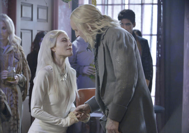 "Jaime Murray as Stahma Tarr and Tony Curran as Datak Tarr in the ""Defiance"" epsiode, ""Past is Prologue."""